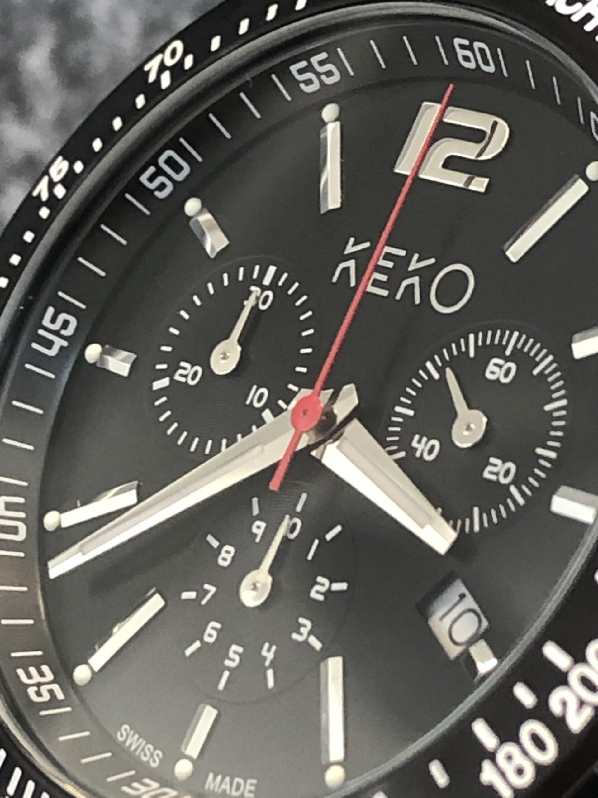 keko-chronograph-outdoor-adventure-mit-grünem-nylon-armband-seitenansicht-mit-krone